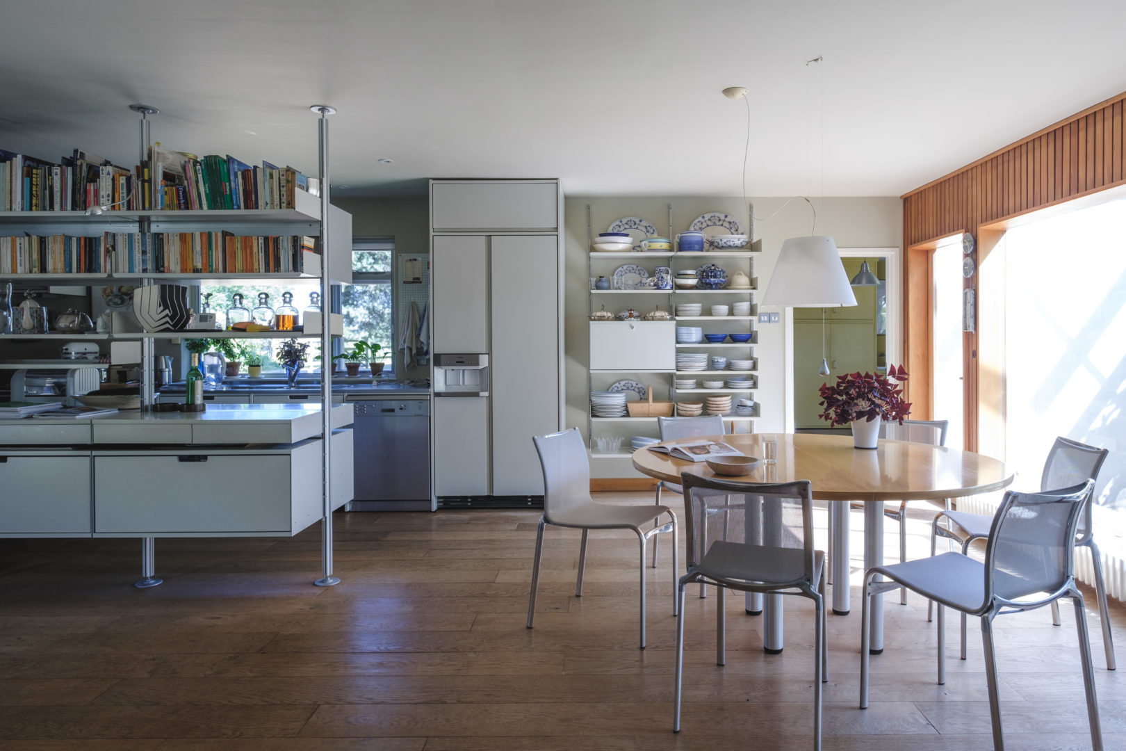 Aucoot - Grasslands - Vitsoe - A Modern House and Studio in the Countryside