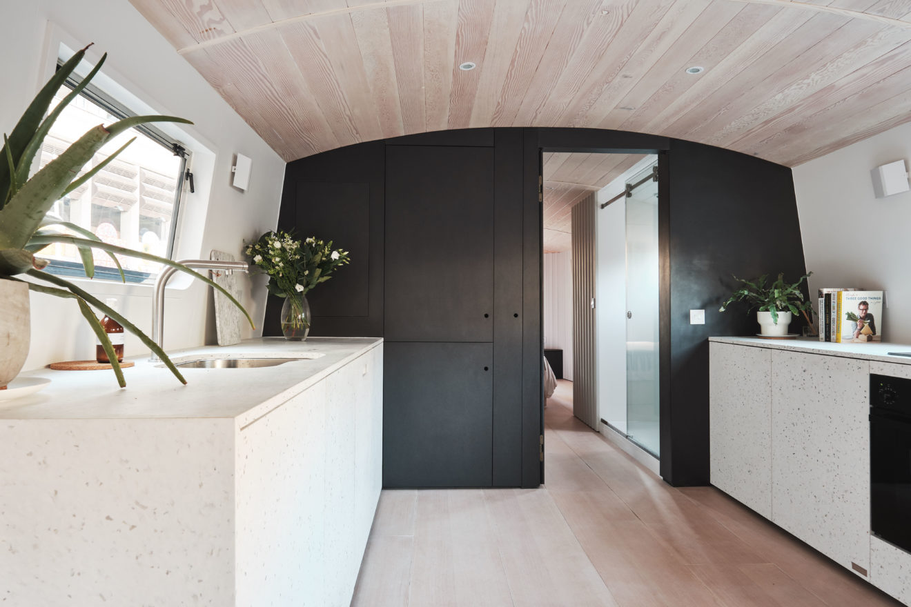 Dusky Parakeet - 3144 Architects - Aucoot - Modern House Boat