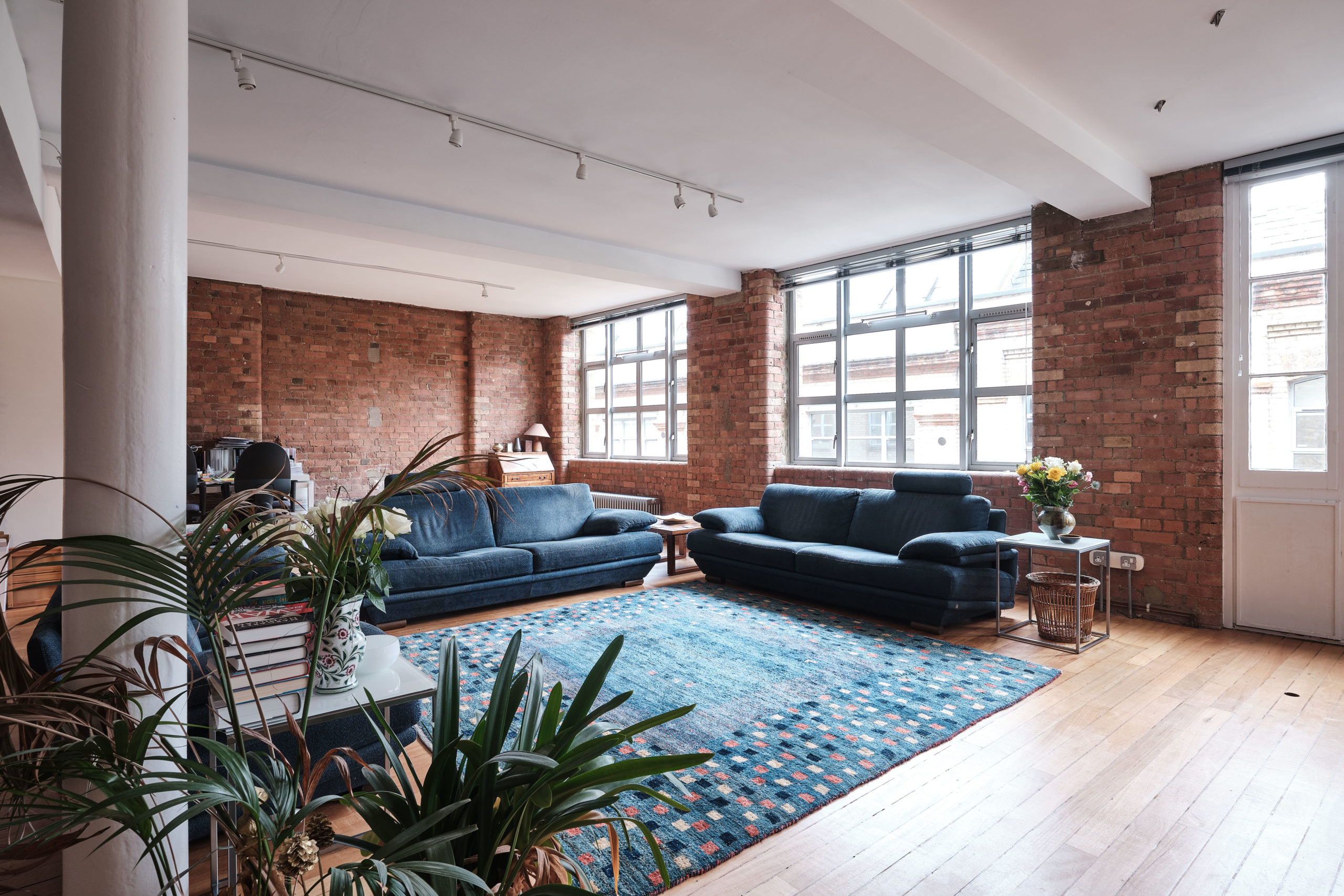 Underwood-Street-Warehouse-Conversion-exposed-brickwork-and-factory-windows-photo-by-Aucoot-Estate-Agents-