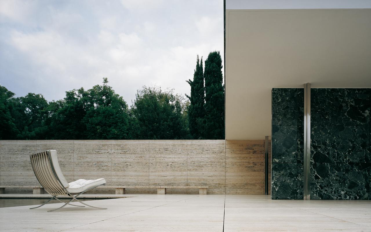 Knoll_Barcelona_Chair_Barcelona_Pavilion Design_Classics_Aucoot