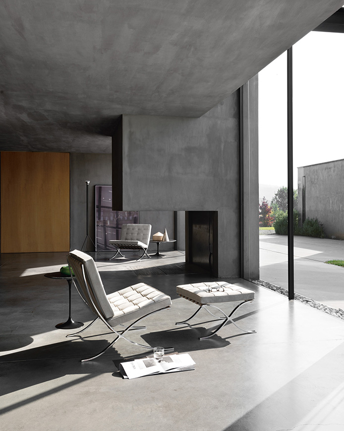Knoll_Barcelona-Chairs_Aucoot_Design_Classic