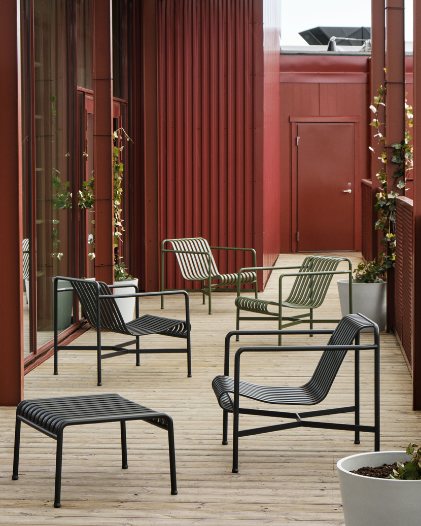 Aucoot_Estate_Agent_Design_Classics_Zoku Hotel 2021_Palissade Ottoman anthracite_Palissade Lounge Chair Low anthracite_olive