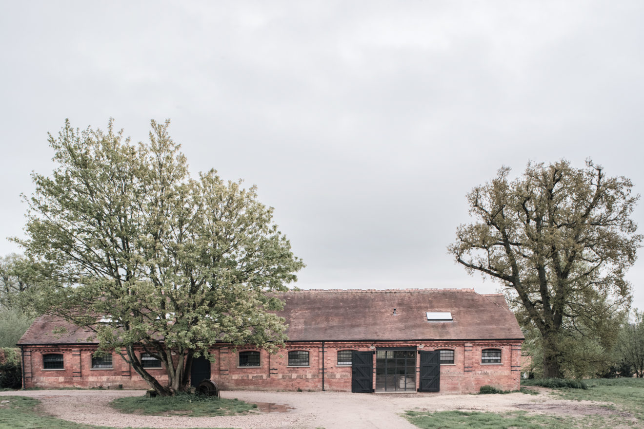 mclaren-excell-brick-barns-by-simone-bossi-aucoot-estate-agent-1